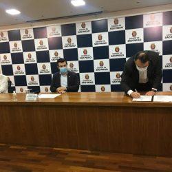 Presidente do Sescon-SP assina termo de compromisso do setor para reabertura dos escritórios