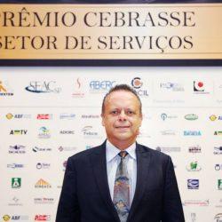 """""""Profissionais de limpeza estão na linha de frente, mas não  recebem o devido destaque"""", afirma Renato Fortuna"""