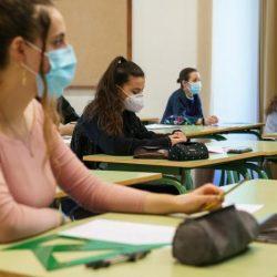 É hora de voltar às aulas presenciais? No Brasil, só dois Estados autorizaram retomada